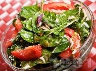 Рецепта Салата от спанак, домати и яйца